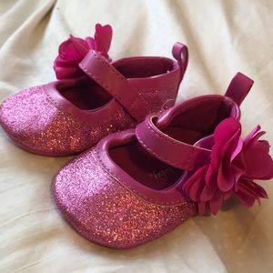 Infant shies size 1 for newborn.
